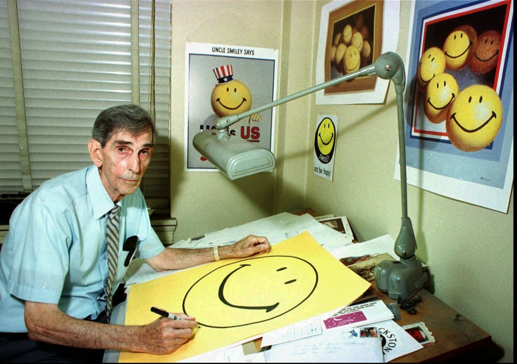 Harvey Ball nel suo studio